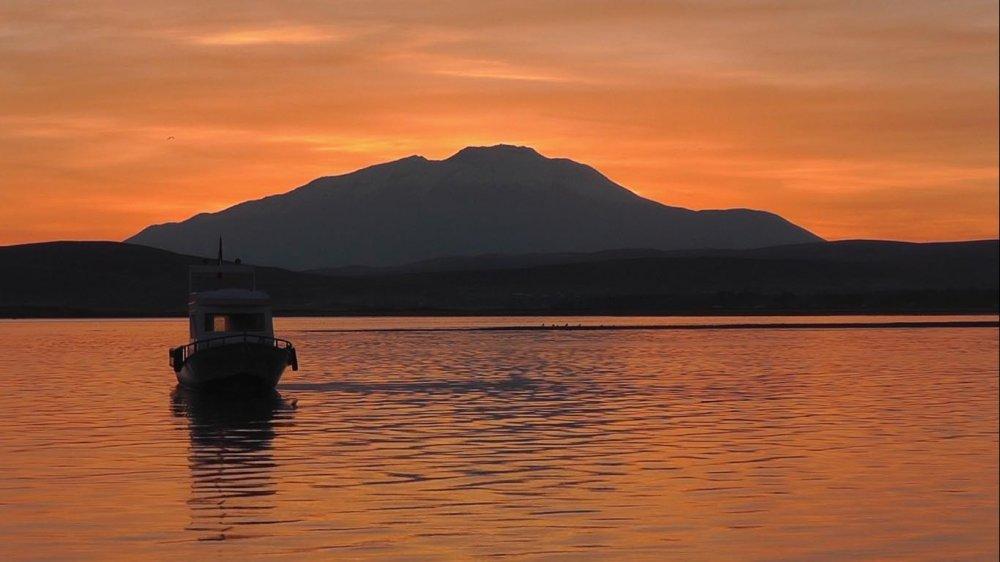 Van Gölü'nde Seyrine Doyumsuz Gün Batımı
