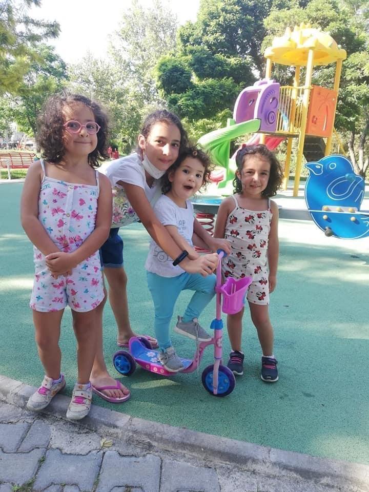 Depremde 4 Çocuğunu Kaybeden Acılı Anne: Rıza Bey Apartmanı'nın yerine çocuk parkı yapılsın
