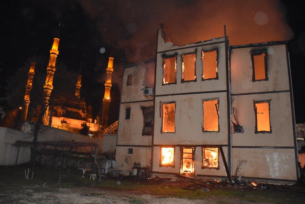 Edirne'de Tarihi Müftülük Binası Yandı