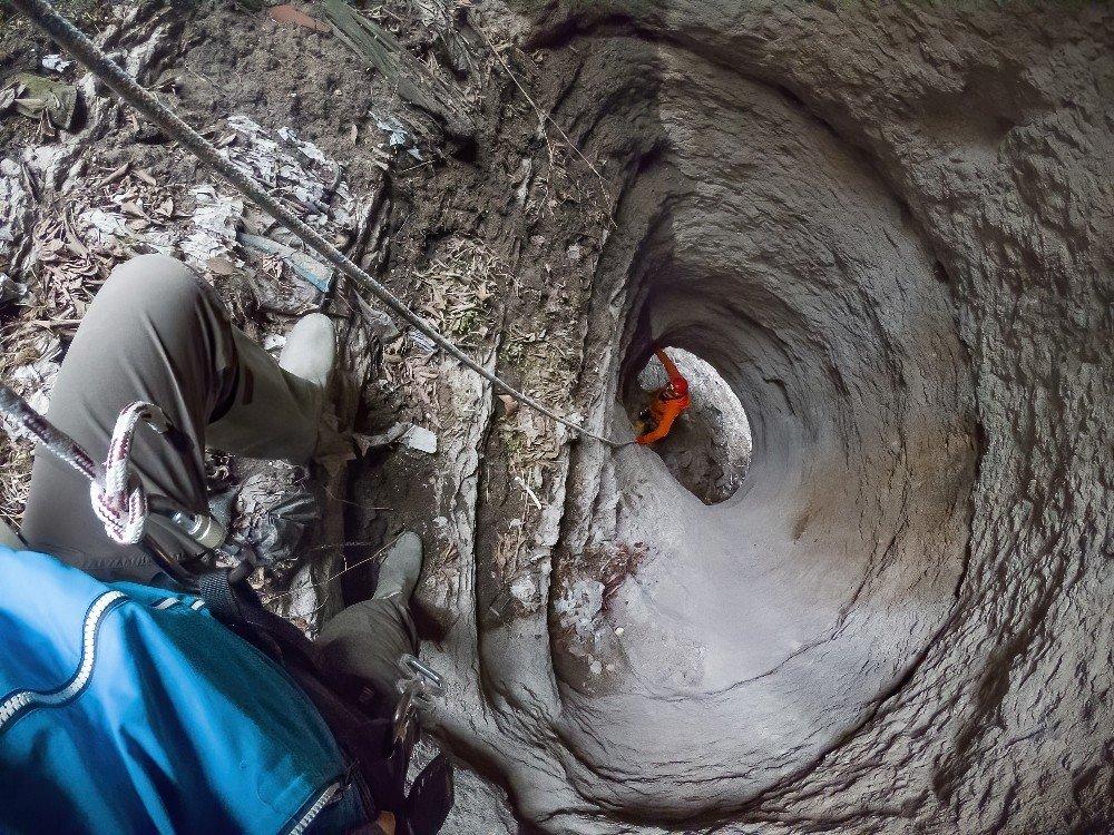 Doğa Araştırmacısı İki Arkadaş 2 Bin 500 Yıllık Gizli Geçidi Ortaya Çıkardı