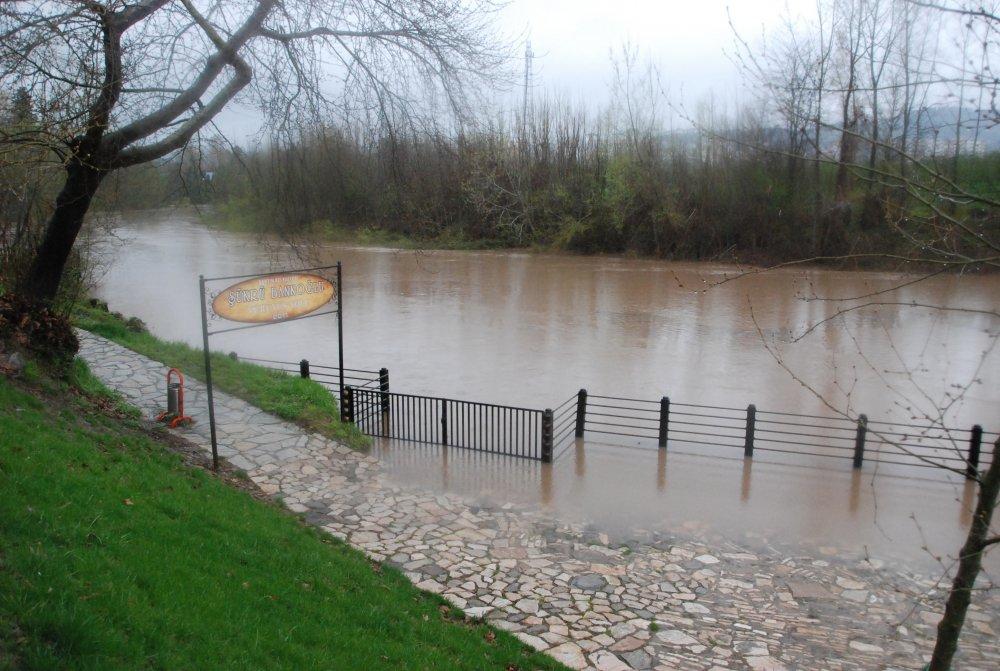 Bartın Irmağı Taşma Noktasında; Köprü Kapatıldı