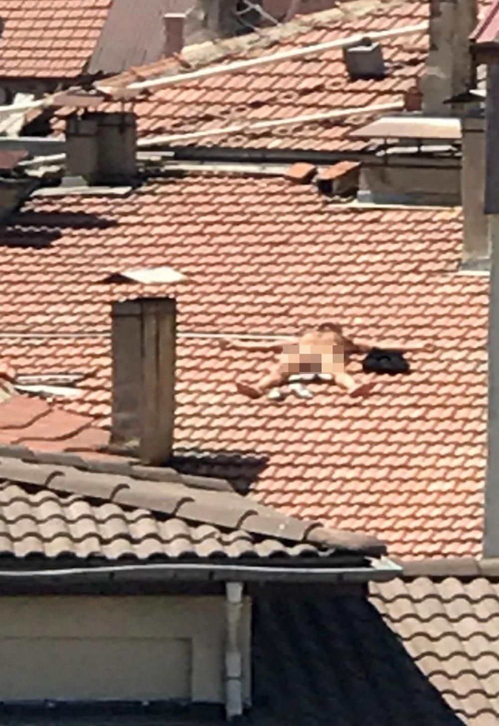 Çıplak Vaziyette Çatıya Çıktı, İtfaiye Ve Polis Alarma Geçti